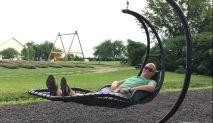 L'aire de détente avec les chaises suspendues